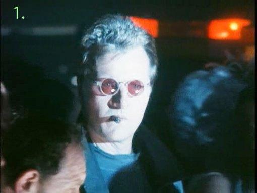 """Para ser así de duro hay que llevar gafas de sol (de clara tendencia homosexual), puro en la boca (viva el cancer) y vestir de negro (pues ya lo decía Chuck Norris en su película """"Los valientes visten de negro"""")"""